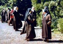 promenade_dans_le_jardin_du_monastere